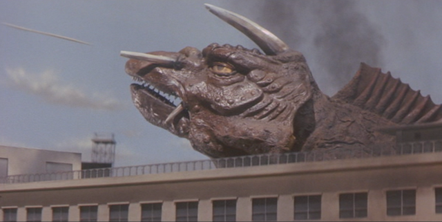 File:Gamera - 5 - vs Jiger - 26 - Jiger fires some arrow things.png