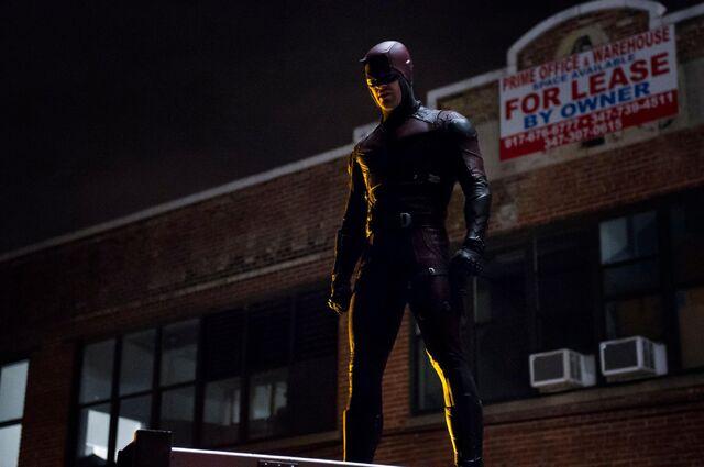 File:Daredevil-netflix-serie-marvel-costume-rouge.jpg