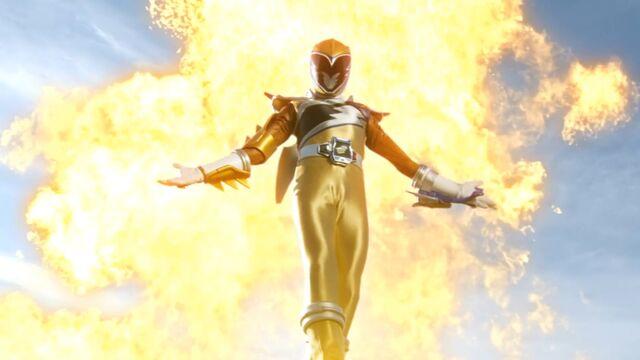 File:Kyoryu Gold Uppy.jpg