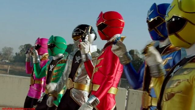 File:Super Hero Taisen Z 2013 Gokaiger.jpg