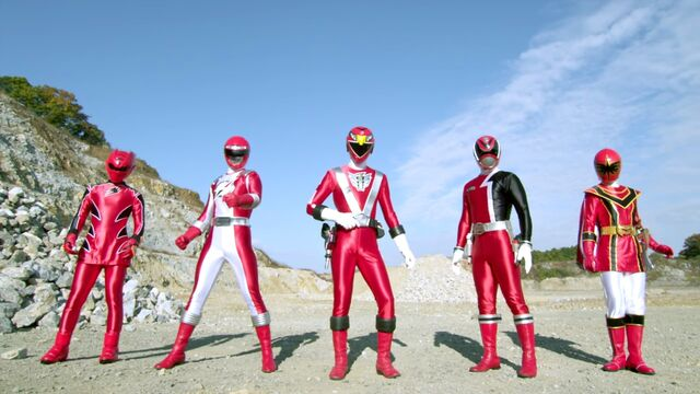 File:Goseiger vs. Shinkenger - All Red.jpg