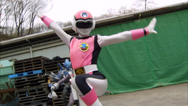 File:Gokaiger Ep. 12 - Pink Flash.jpg