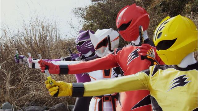File:Episode 04 - Gekiranger Change.jpg