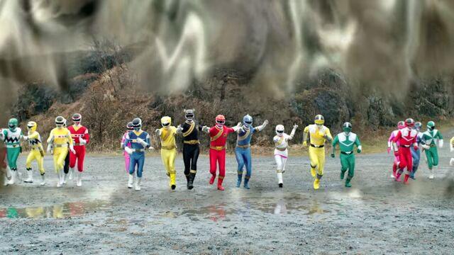 File:Dimensional wall - Gingaman, Megaranger, Gaoranger, Timeranger, GoGo-V.jpg