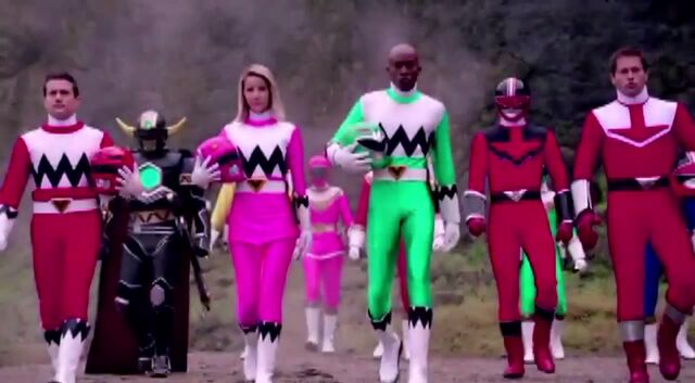File:Leo, Karone, Damon and Wes in Super Megaforce.jpg