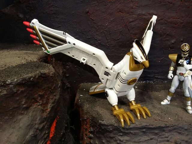 File:Power-Rangers-Legacy-Falconzord-First-Look-NYCC-2015.jpg