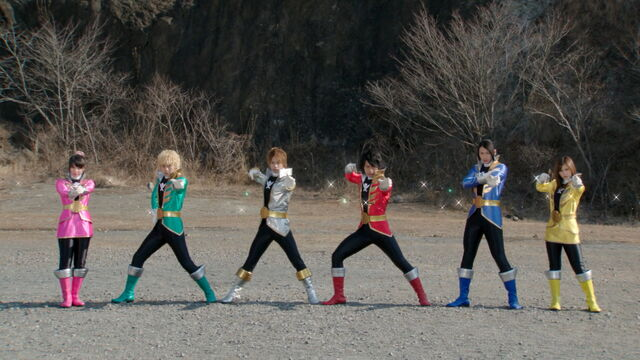 File:Gokaiger helmetless (Super Hero Taisen).jpg