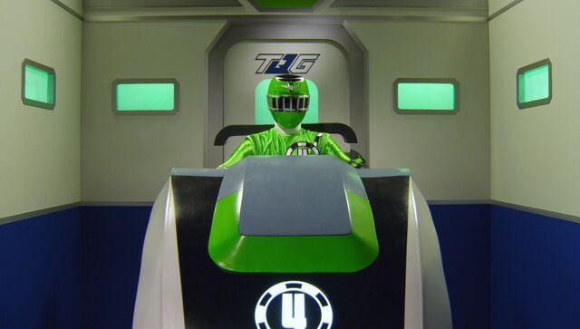 File:ToQ4Gou Green Ressha Cockpit.jpg