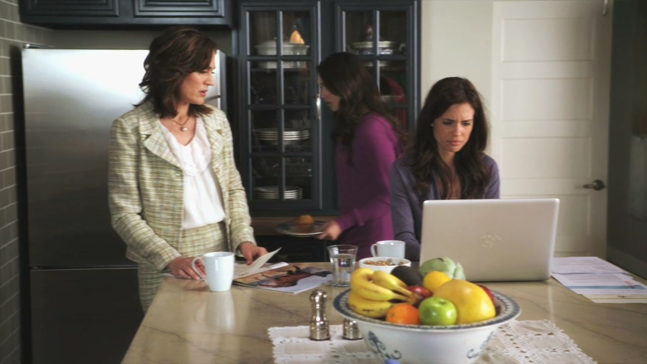Related spencer hastings living room hanna marin kitchen - Image Result For Spencer And Melissa Season 1