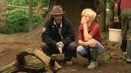 1x6 Connor+AbbyInvestigateMissingLion