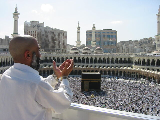 File:Supplicating Pilgrim at Masjid Al Haram. Mecca, Saudi Arabia.jpg