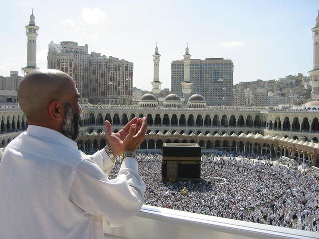 File:Supplicating Pilgrim at Masjid Al Haram. Mecca, Saudi Arabia.jpg