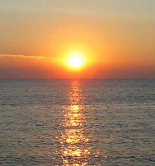 File:Sunrise over the sea.jpg