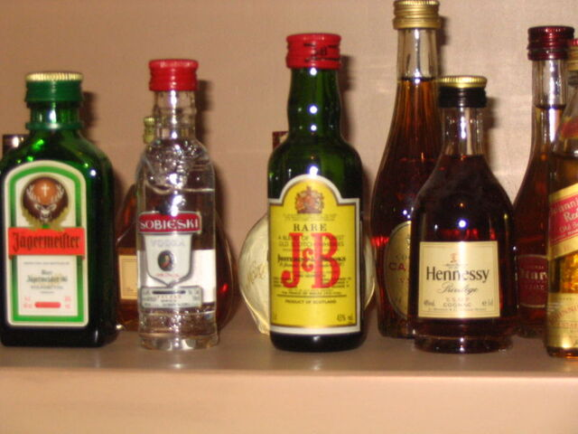 File:Alcoholic beverages.jpg