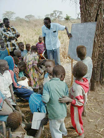File:Village school in Northern Bahr el Ghazal, Sudan.jpg