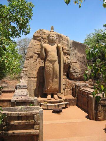 File:Sri lanka aukana buddha statue.jpg