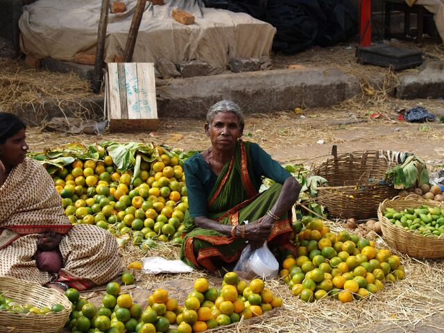File:Woman at market in Bangalore.jpg