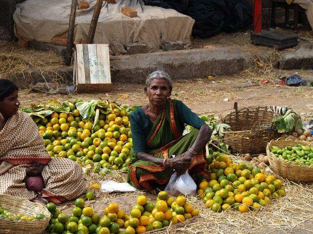 File:Woman at market in Bangalore.jpg