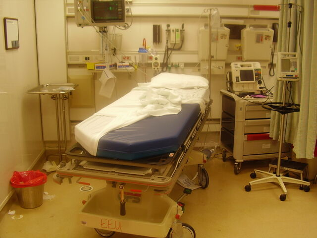 File:ER room after a trauma.jpg