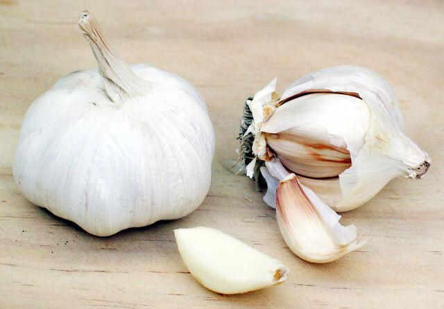 File:800px-Garlic.jpg