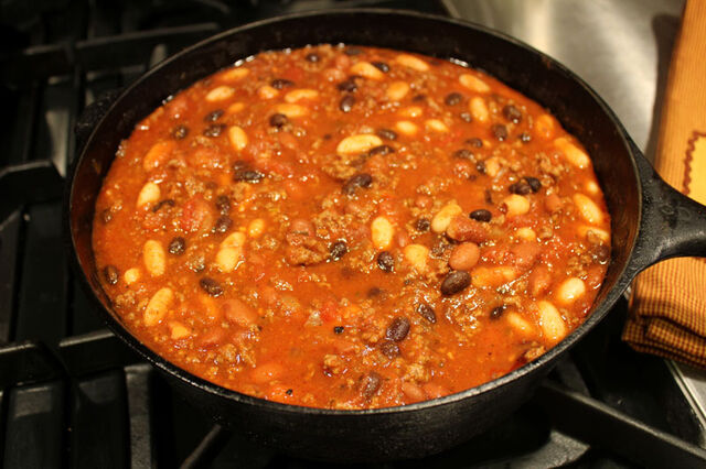 File:Chili in pot close.jpg
