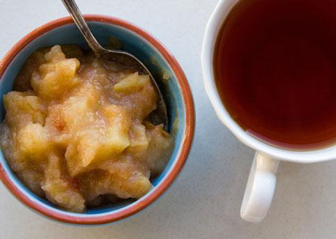 File:Applesauce-and-tea.jpg