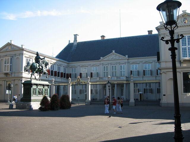 File:1024px-Noordeinde Palace.jpg