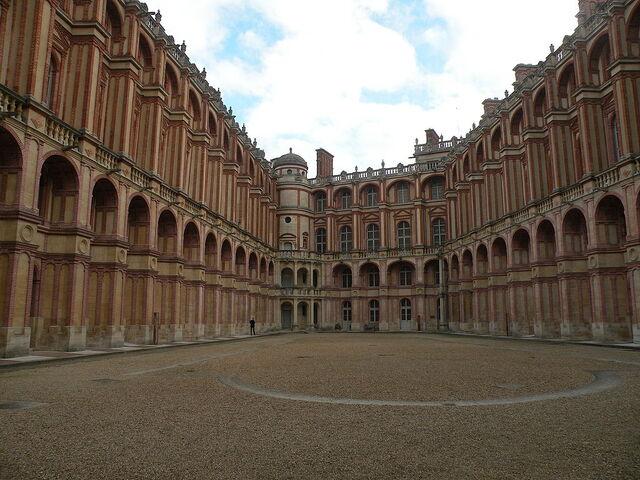 File:Château Vieux de Saint-Germain-en-Laye cour 1.JPG
