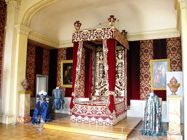 File:Bedroom of Louis XIV.jpg