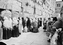 File:220px-Women at western wall.jpg