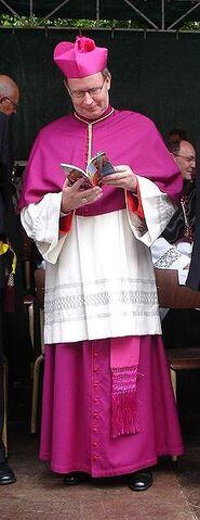 File:Procession of the Precious Blood of Jesus Christ-Bruges; nederlandse Bisschop 50.JPG