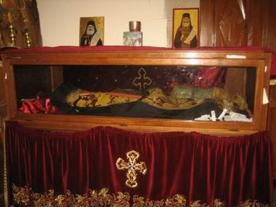 File:Relics of Fr Philoumenos of Jacobs Well.jpg