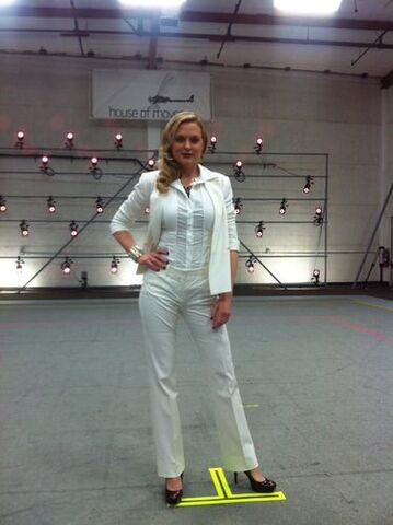 File:Elaine Hendrix as Alex Wesker 3.jpeg