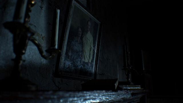 File:Resident Evil 7 - Photograph.jpg
