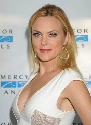 File:Elaine-Hendrix--The-Hidden-Heroes-Gala-For-Animals--21.jpg