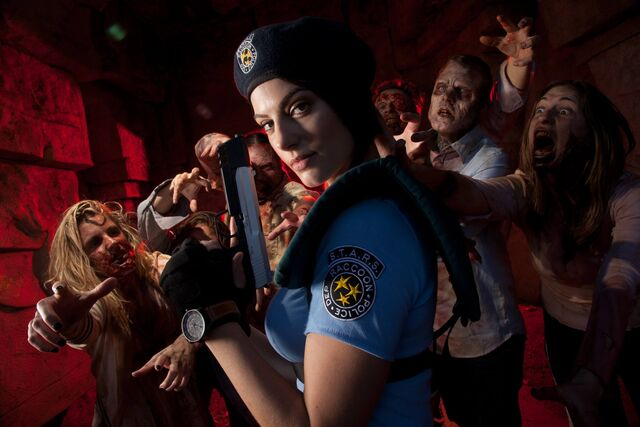 File:Julia Voth as Jill Valentine 17.jpg