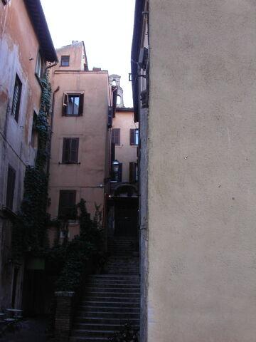 File:Santi Simone e Giuda, campanile.jpg