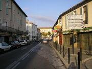 Nîmes - La Rue de la République avant la Place Montcalm.JPG