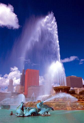 407px-BuckinghamFountain ChicagoIL
