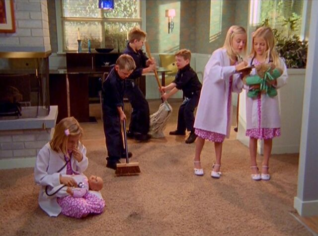 File:6x19-Married Elliot and Janitor's kids.jpg