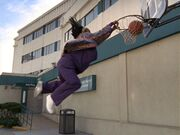 2x17 Laverne dunks