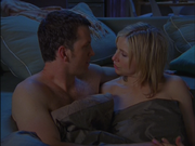 4x24 Jake and Elliot in bed