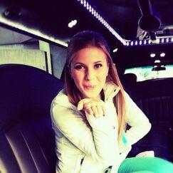 Caroline blow a kiss