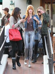 Bella Thorne Lunch12