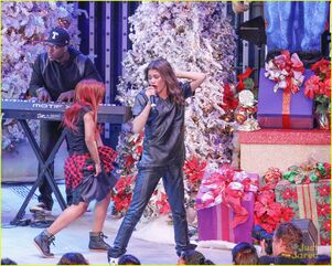 Zendaya-toys-for-teens-event-performer-02