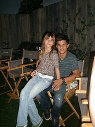 Bella-thorne-at taylor lautner