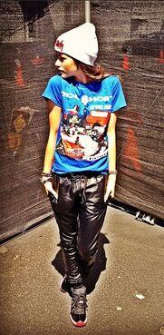 Zendaya-coleman-blue-shirt