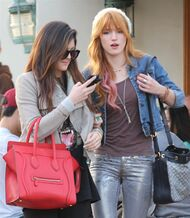 Bella Thorne Lunch6