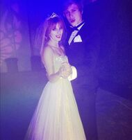 Bella-thorne-vampire-dress-up-with-boyfriend