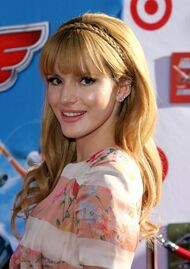 Bella-thorne-at-the-Disney-Planes-premiere-(3)